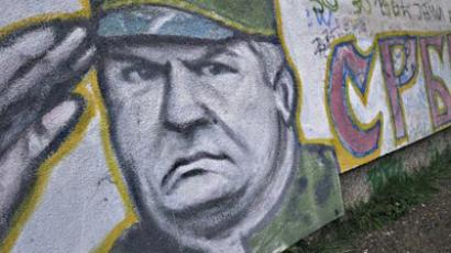 Graffiti on the wall of a house shows former Bosnian Serb military chief Ratko Mladic saluting in Belgrade on May 29, 2011 (AFP Photo / Attila Kisbenedek)