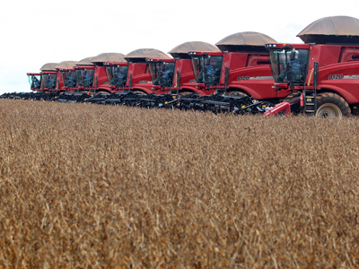Machines lined up before harvesting soybeans at a farm in Tangara da Serra in Cuiaba, Brazil (Reuters / Paulo Whitaker)