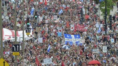 Students protest in Montreal on May 22, 2012 as tens of thousands defy an emergency law restricting rallies to mark the 100th day of student protests over plans to raise tuition fees.  (AFP Photo / Steeve Duguay)