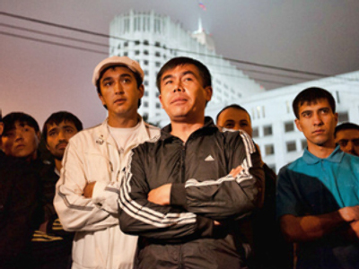 Moscow's Uzbeks rally fearing for their families lives in Kyrgyzstan