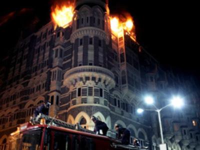 Taj Mahal hotel on fire, Mumbai, November 26, 2008 (AFP Photo / Lorenzo Tugnoli)
