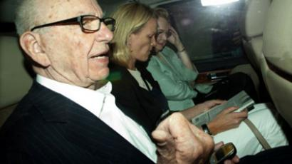 News Corporation Chief Rupert Murdoch (L) and his daughter Elisabeth (C)  (AFP Photo / Getty Images)