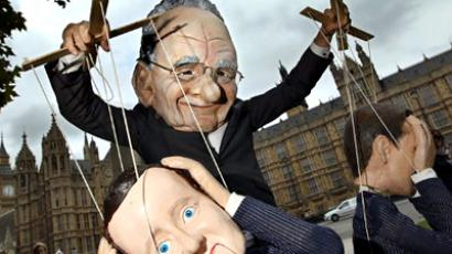 United Kindom, London : A demonstrator dressed in a Rupert Murdoch mask controls puppets of British Prime Minister David Cameron and British Minister for Culture, Media and Sport Jeremy Hunt,  during a protest against Murdoch's proposed takeover of BSkyB, in London, on July 8, 2011. (AFP Photo / Adrian Dennis)