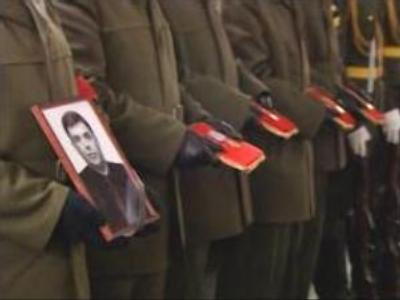 Muscovites pay last tribute to journalist Safronov