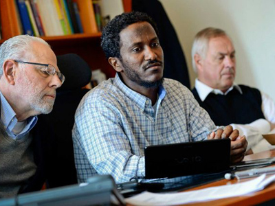 Yonas Fikre, center, a Portland, Oregon Muslim American talks to media with his U.S. attorney Thomas Nelson, left, and Swedish lawyer Hans Bredberg, right, in Stockholm, Sweden, April 18, 2012 (Photo from www.seattlepi.com)