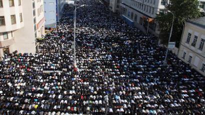 Muslims pray in Moscow to mark Eid ul-Fitr. Photo from ridus-news.livejournal.com