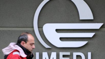 Georgia, Tbilisi: A man passes by a logo of the Imedi television station in Tbilisi on March 14, 2009. (AFP Photo / Vano Shlamov)