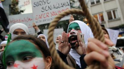 A young woman with her face painted with the Syrian flag shouts during a demonsration against Syrian President Bashar al-Assad in front of Syrian Consulate, following the Friday prayer on December 16, 2011 in Istanbul (AFP Photo / BULENT KILIC)