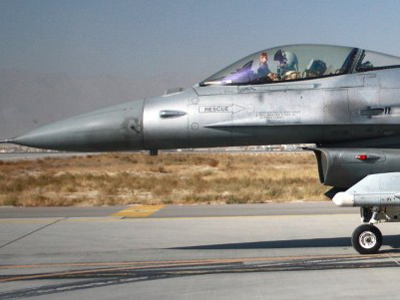 A pilot waves from the cockpit of a US F16 fighter jet as he taxis after returning to Bagram air base after flying a mission  (AFP Photo / Bonny Schoonakker)