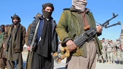 Taliban militants hand over their weapons (Reuters / Mohammad Shoiab)