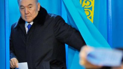 Kazakh president and presidential candidate Nursultan Nazarbayev prepares to cast his vote at the polling station during presidential elections in Astana on April 3, 2011 (AFP Photo / Viktor Drachev)