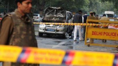 Investigators work the scene of a vehicle that exploded near the Israeli embassy in New Delhi on February 13, 2012 (AFP Photo / Sajjad Hussain)
