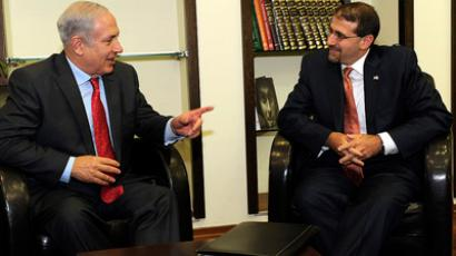 Netanyahu and Shapiro during one of their more civil exchanges. (AFP Photo)
