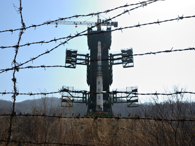 The North Korean Unha-3 rocket is pictured at Tangachai -ri space center on April 8, 2012 (AFP Photo / Pedro Ugarte )