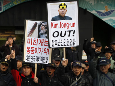 Members of Anti North Korea civic group chant slogans during a rally denouncing North Korea's possible nuclear test plan, in Seoul January 31, 2013. (Reuters/Kim Hong-Ji)