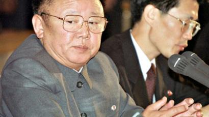 Russian Federation, Moscow: North Korean leader Kim Jong Il listening to Russian President Vladimir Putin (not in picture) 04 August, 2001 during their talks at the Kremlin in Moscow. (AFP Photo / ITAR-TASS pool)