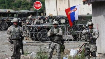 KFOR soldiers stand guard at Jarinje border crossing between Serbia and Kosovo (AFP Photo / SASA DJORDJEVIC)
