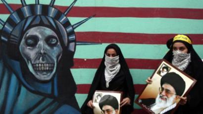 Iranian women hold pictures of Supreme Leader Ayatollah Khamenei outside the former US embassy in Tehran on November 4, 2011 (AFP Photo / Atta Kenare)