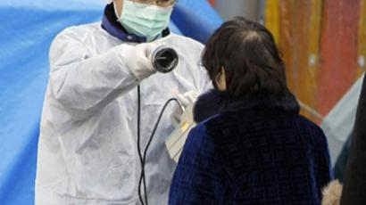 JAPAN, Koriyama : A medical staff checks radiation levels of a resident in Koriyama city in Fukushima prefecture on March 13, 2011. (AFP Photo / Jiji Press)