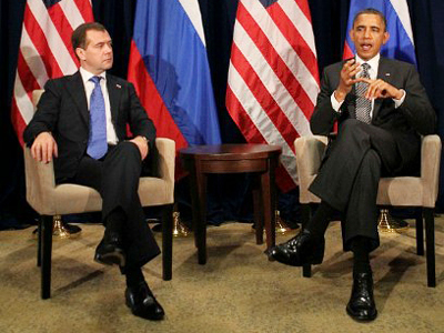 Russian President Dmitry Medvedev (L) meets with US President Barack Obama on the sidelines of the APEC summit. the Asia-Pacific Economic Cooperation (APEC) summit meeting in Honolulu, Hawaii on November 12, 2011 (AFP Photo / JIM WATSON)