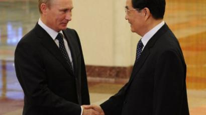 Vladimir Putin (L) and Hu Jintao (AFP Photo / Pool / Takuro Yabe)