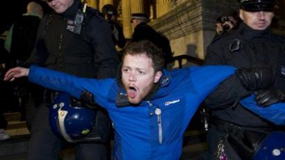 A protester is carried away by police at the Occupy protest camp outside Saint Paul's Cathedral in London,on February 28, 2012 (AFP Photo / Carl Court)