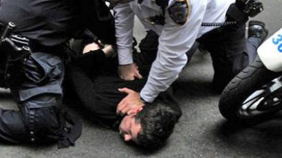 United States, New York : Members of Occupy Wall Street are arrested as they clash with police during a celebration march after learning that they can stay on Zuccotti Park in New York, October 14, 2011. (AFP Photo / Emmanuel Dunand)