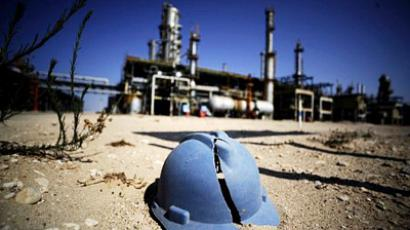 A worker's helmet lies on the ground at the Zawiya oil refinery, some 40 kms west of Tripoli (AFP Photo / Filippo Monteforte)