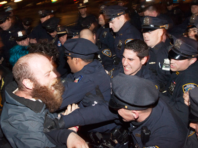 NYC cops attack OWS protesters (PHOTOS)