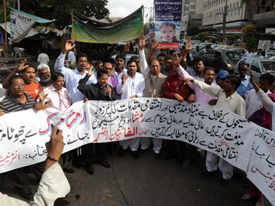 Members of the International Christian Alliance chant slogans in support of a Christian girl who was accused of burning papers containing verses from the Koran, at a protest in Karachi on August 27, 2012. (AFP Photo/zwan Tabassum)