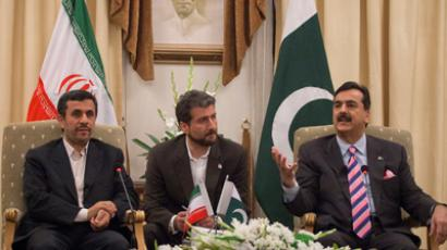 Pakistan's Prime Minister Yusuf Raza Gilani (R) talks with Iran's President Mahmoud Ahmadinejad (L) during their meeting at the prime minister's residence in Islamabad February 16, 2012 (Reuters / Faisal Mahmood)
