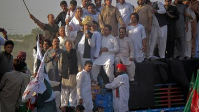 Pakistan Tehreek-e-Insaf (PTI) head Imran Khan, wearing a traditional turban, speaks to supporters during a peace march against U.S. drone strikes from Islamabad to South Waziristan, in Pakistan's northwestern town of Tank October 7, 2012 (Reuters / Stringer)