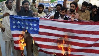 Supporters of Pakistan Muslim League-Nawaz burn a US flag during a protest in Multan on November 28, 2011, against a NATO strike on Pakistan troops (AFP Photo / S.S. Mirza)