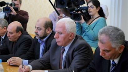 Fatah member Azzam al-Ahmed (2-R), Mussa Abu Marzuk of Hamas (3-R) , and Maher al-Taher (1-L) of the Popular Front for the Liberation of Palestine and other members of the Palestinian delegation take notes during their meeting with Russian Foreign Minister Sergei Lavrov in Moscow on May 23, 2011 (AFP Photo / Alexander Nemenov)