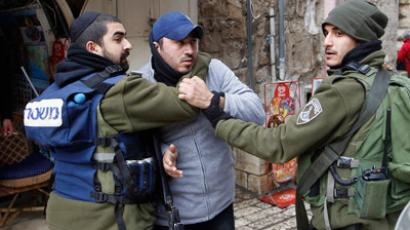 Israeli border police officers scuffle with a Palestinian man in Jerusalem's Old City (REUTERS/Ammar Awad)