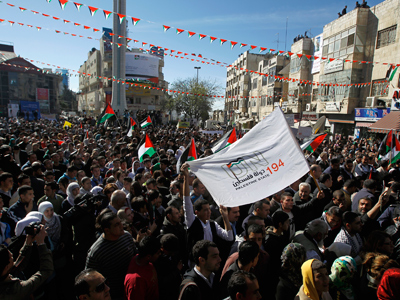 "Palestinians attend a rally in the West Bank city of Ramallah supporting the resolution that would change the Palestinian Authority's U.N. observer status from ""entity"" to ""non-member state,"" November 29, 2012 (Reuters / Mohamad Torokman)"