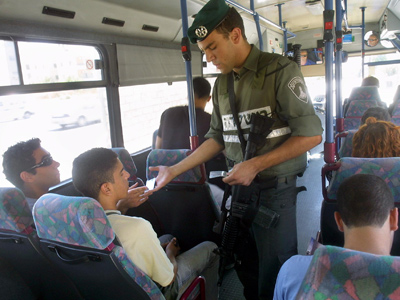 Palestinian workers forced off buses by Israeli police