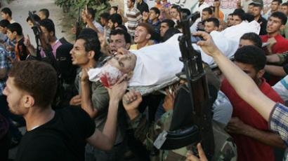 Palestinians carry the body of militant Abdo Al-Zanen during his funeral in Beit Hanoun in the northern Gaza Strip June 18, 2012. Israel launched air strikes killing four Palestinians in two separate incidents on Monday. (Reuters/Ahmed Zakot)