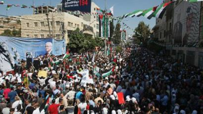 HEBRON : Thousands of Palestinians attend a demonstration in support the Palestinian bid for statehood recognition at the United Nations on September 21, 2011 in the West Bank city of Hebron. (AFP Photo / Hazem Bader)