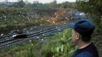 A policeman inspects the scene of Aeroflot Nord Flight 821 crash (AFP Photo / Alexey Zhuravlev)