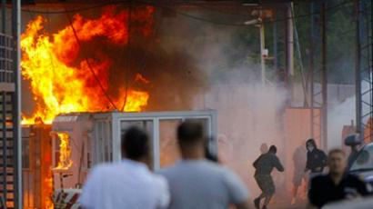A border crossing between Serbia and Kosovo is set ablaze by hundreds of Serb youths, in Jarinje, on July 27, 2011 (AFP Photo / Stringer / Serbia Out)