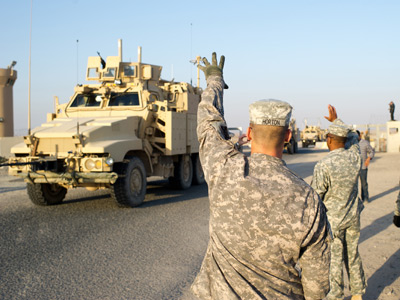 Kuwait, K-crossing: U.S. Army soldiers from 1-12, 1st Cavalry Division (Reuters / Joe Raedle)
