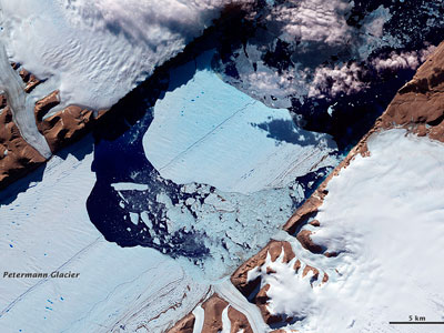 Berg blockage? Massive iceberg could thwart sea navigation (PHOTOS)