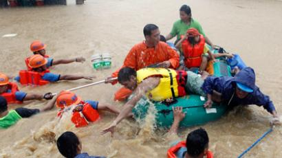 Rescuers pull a rubber boat as they evacuate residents from their flooded homes in Marikina, Metro Manila August 7, 2012 (Reuters / Erik De Castro)