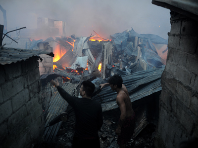 Christmas fires kill 7 in Philippines, crowd lynches suspected culprit (PHOTOS)