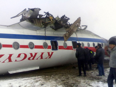 A Soviet-made Tupolev Tu-134 lies on its back in the snow after a crash landing at an airport in the southern city of Osh, December 28, 2011 (AKI PRESS / REUTERS)
