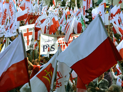 People demonstrate on September 29, 2012 in Warsaw against Poland's centrist government in a rally called by unions, an ultra-Catholic movement and politicians (AFP Photo / Janek Skarzynski)