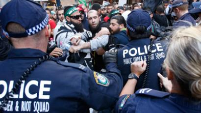 Protesters clash with police on a street in Sydney's central business district, September 15, 2012 (Reuters / Tim Wimborne)