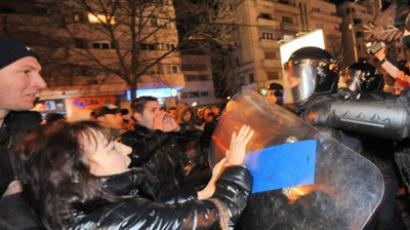 Protesters clash with riot police on University Square in Bucharest on January 14, 2012 during a protest against the government's austerity program and Romanian President Traian Basescu (AFP Photo / DANIEL MIHAILESCU)