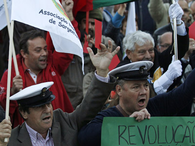 Portuguese military members hold up red cards during a protest against the 2013 state budget draft in Lisbon November 10, 2012. (Reuters/Jose Manuel Ribeiro)